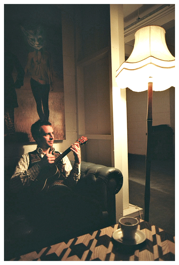 robin grey on ukulele at the russet, amhurst terrace, hackney downs studios